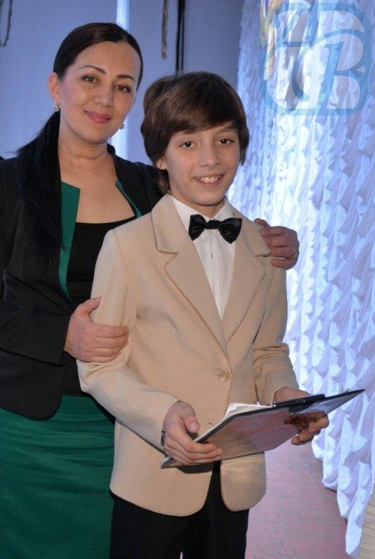 Руководитель студии Светлана Айтбаева с воспитанником Николаем Соловьевым