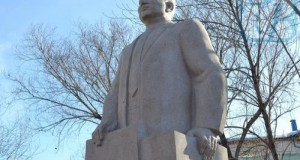 Памятник Жумабеку Ташенову в Петропавловске
