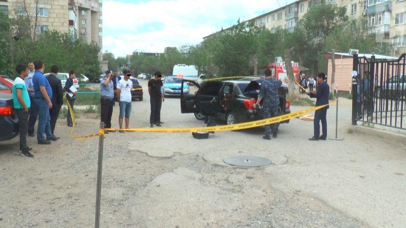 В багажнике автомобиля блюстители порядка обнаружили 43 айфона, газовый пистолет и нож.