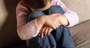 Мать избивала маленькую дочь