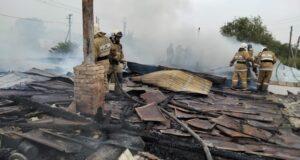 Пожар уничтожил три дома