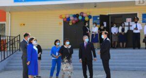 Аким области 1 сентября посетил школу № 19 г. Актобе
